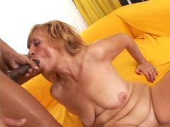 Old beautiful MILF kept her amazing talent in cock sucking